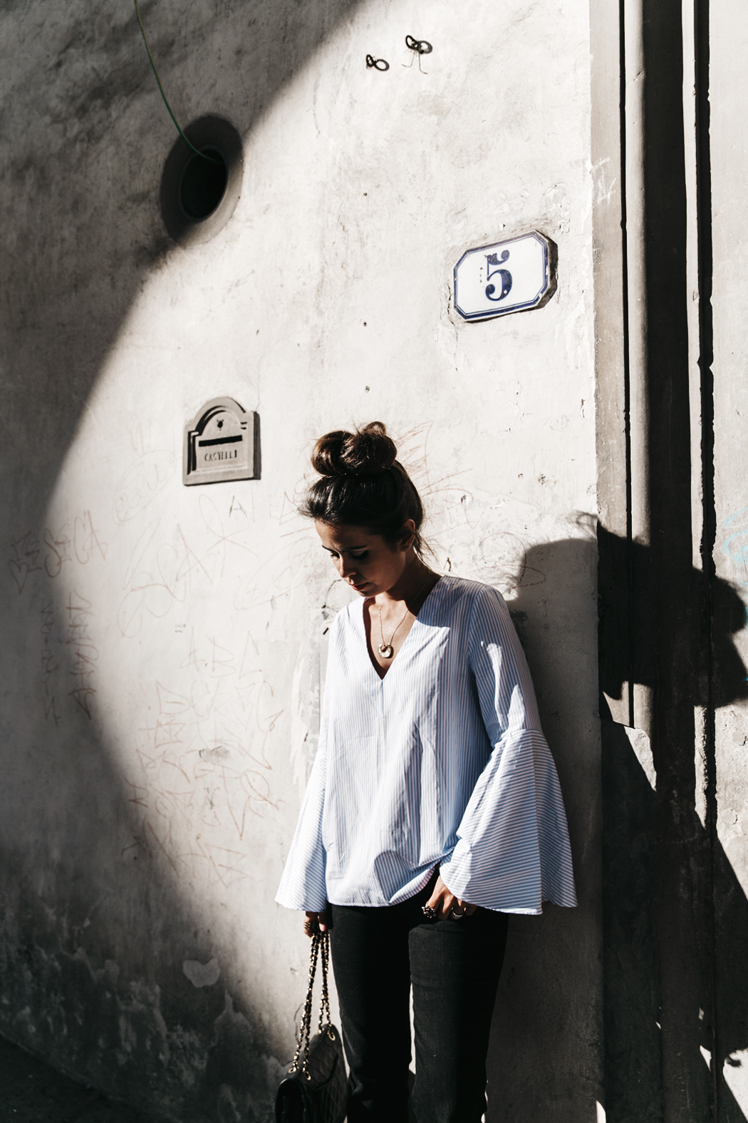 Florence-Collage_On_The_Road-Black_Jeans-Chanel_Slingback_Shoes-Blue_Shirt-Uterque-Topknot-Outfit-12