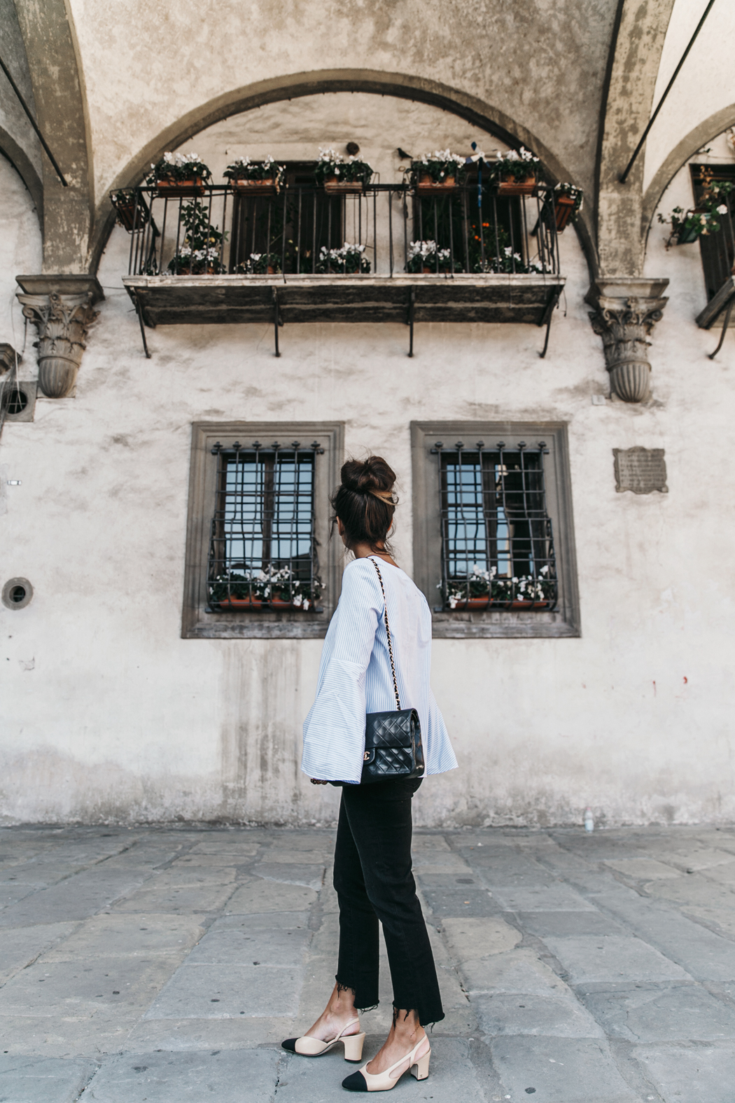 Florence-Collage_On_The_Road-Black_Jeans-Chanel_Slingback_Shoes-Blue_Shirt-Uterque-Topknot-Outfit-6