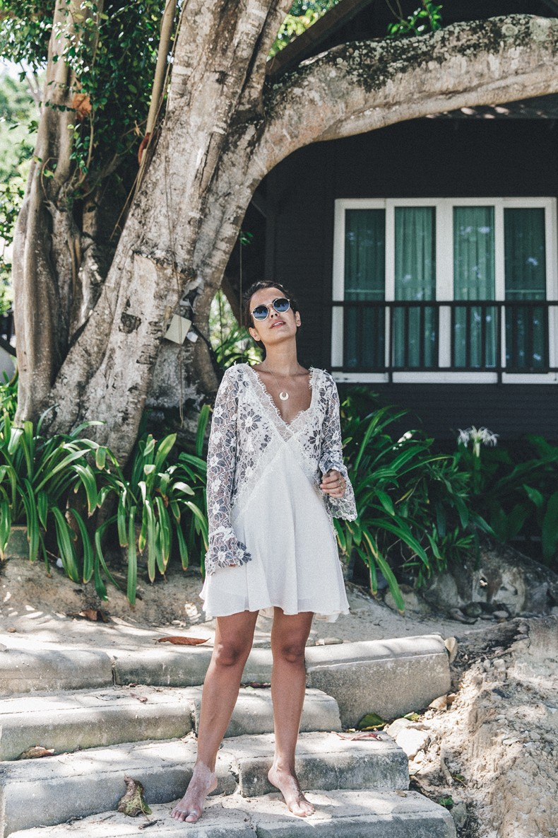 Lam_Tong_Beach-Thailand-Phi_Phi_ISland-Lace_Dress-Outfit-Beach-Summer_look-White_Dress-Tularosa-20