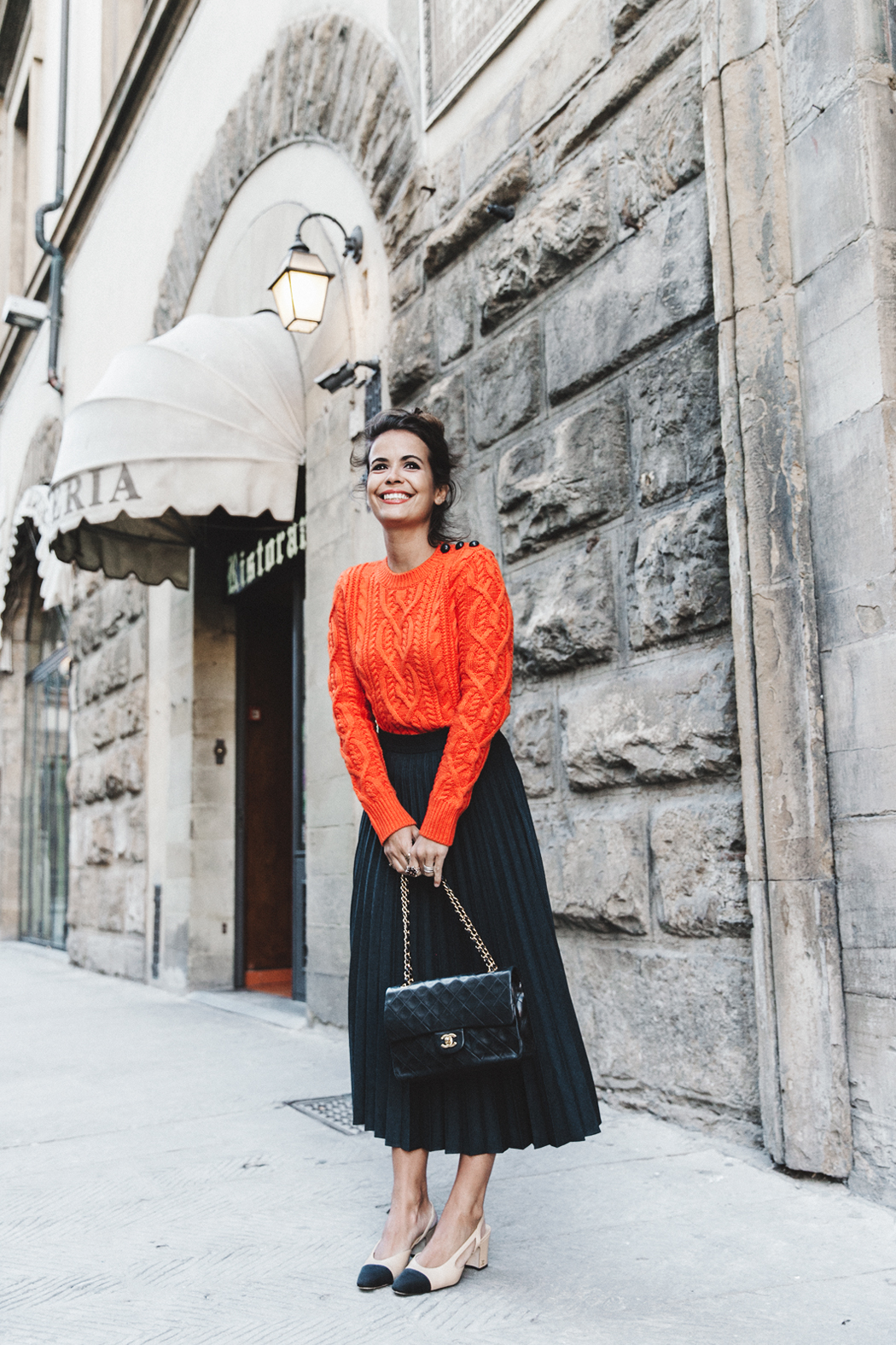 Orange_Sweater-Midi_Skirt-Slingback_Shoes_Chanel-Vintage_Bag-Florence-Outfit-Street_Style-18