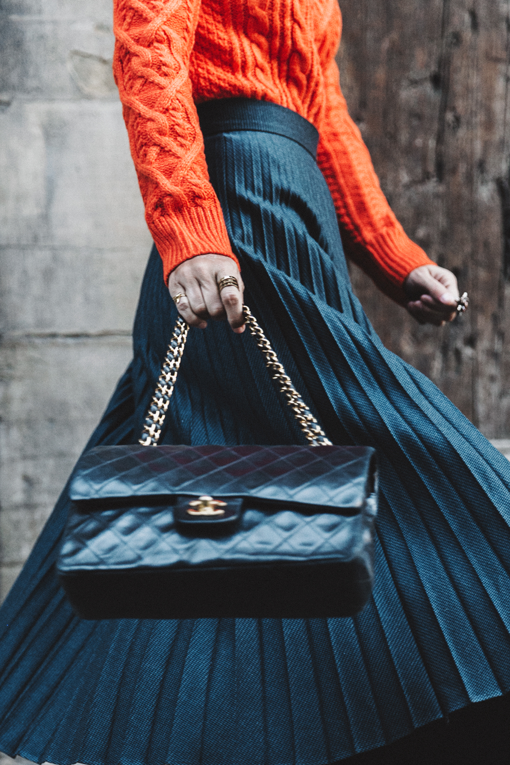 Orange_Sweater-Midi_Skirt-Slingback_Shoes_Chanel-Vintage_Bag-Florence-Outfit-Street_Style-29