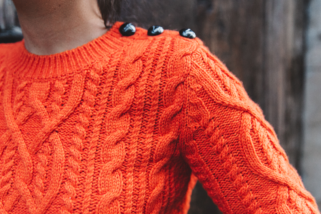 Orange_Sweater-Midi_Skirt-Slingback_Shoes_Chanel-Vintage_Bag-Florence-Outfit-Street_Style-33