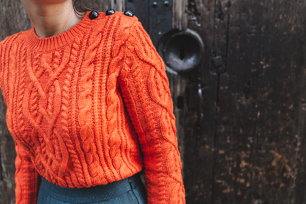 Orange_Sweater-Midi_Skirt-Slingback_Shoes_Chanel-Vintage_Bag-Florence-Outfit-Street_Style-39b