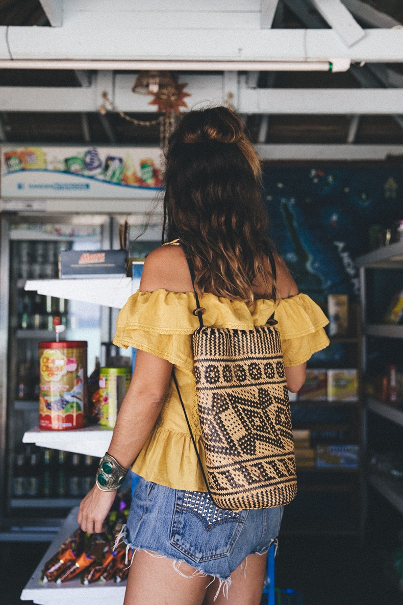 Thailand_Revolve_Clothing-Off_The_Shoulders_Top-Yellow_Shirt-Levis_Vintage-Backpack-Outfit-Street_Style-Beach_Loook-18