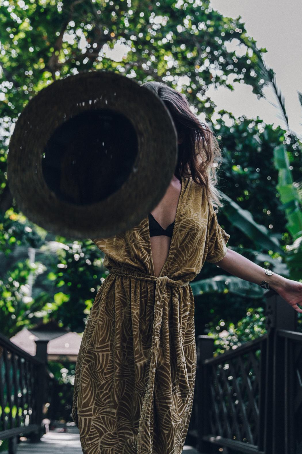 Velvet_Kimono-Thailand-Summer-Peony_Swimwear-Beach_Look-Collage_Vintage-17