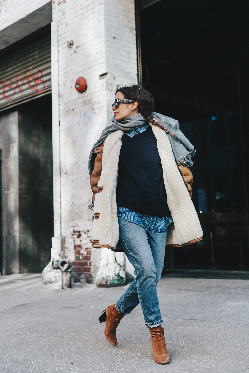 Denim_Lover-Topshop_Jeans-Vintage_Coat-Grey_Scarf-Brown_Booties-Navy_Sweayer-Denim_Shirt-Braids-NYFW-New_York_Fashion_Week-Street_style-Celine_Bag-Vestiaire_Collective-44
