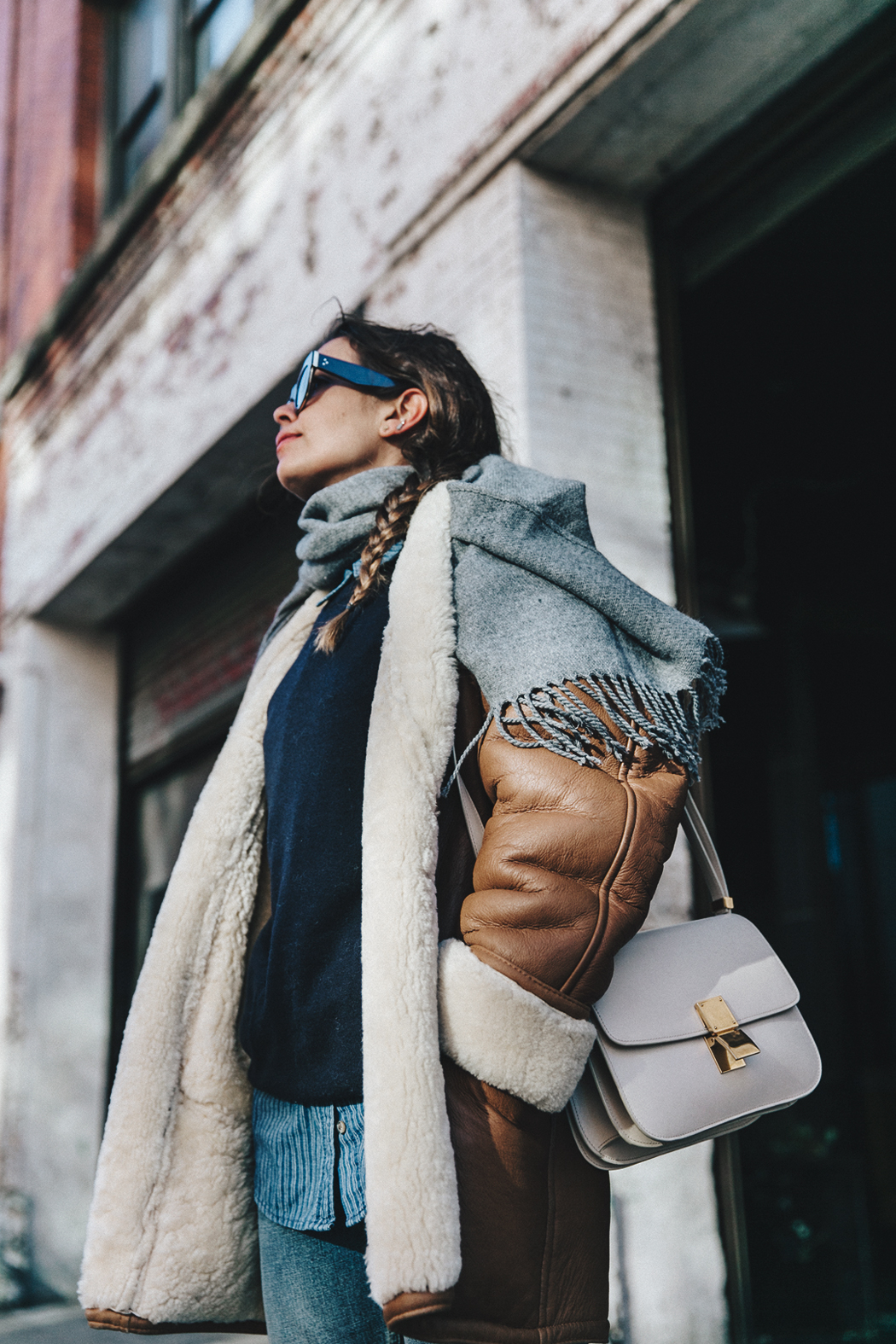 Denim_Lover-Topshop_Jeans-Vintage_Coat-Grey_Scarf-Brown_Booties-Navy_Sweayer-Denim_Shirt-Braids-NYFW-New_York_Fashion_Week-Street_style-Celine_Bag-Vestiaire_Collective-45