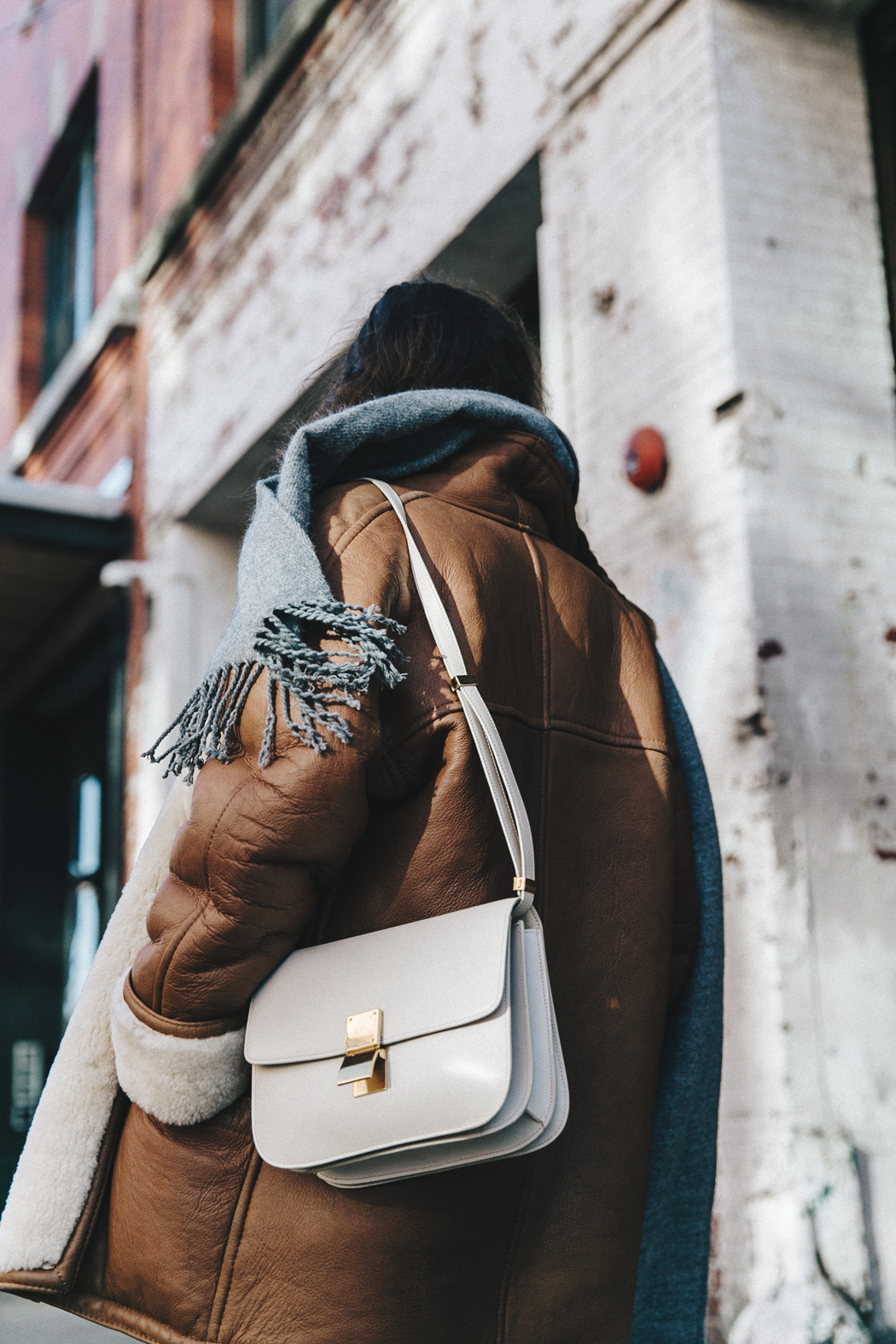 Denim_Lover-Topshop_Jeans-Vintage_Coat-Grey_Scarf-Brown_Booties-Navy_Sweayer-Denim_Shirt-Braids-NYFW-New_York_Fashion_Week-Street_style-Celine_Bag-Vestiaire_Collective-47