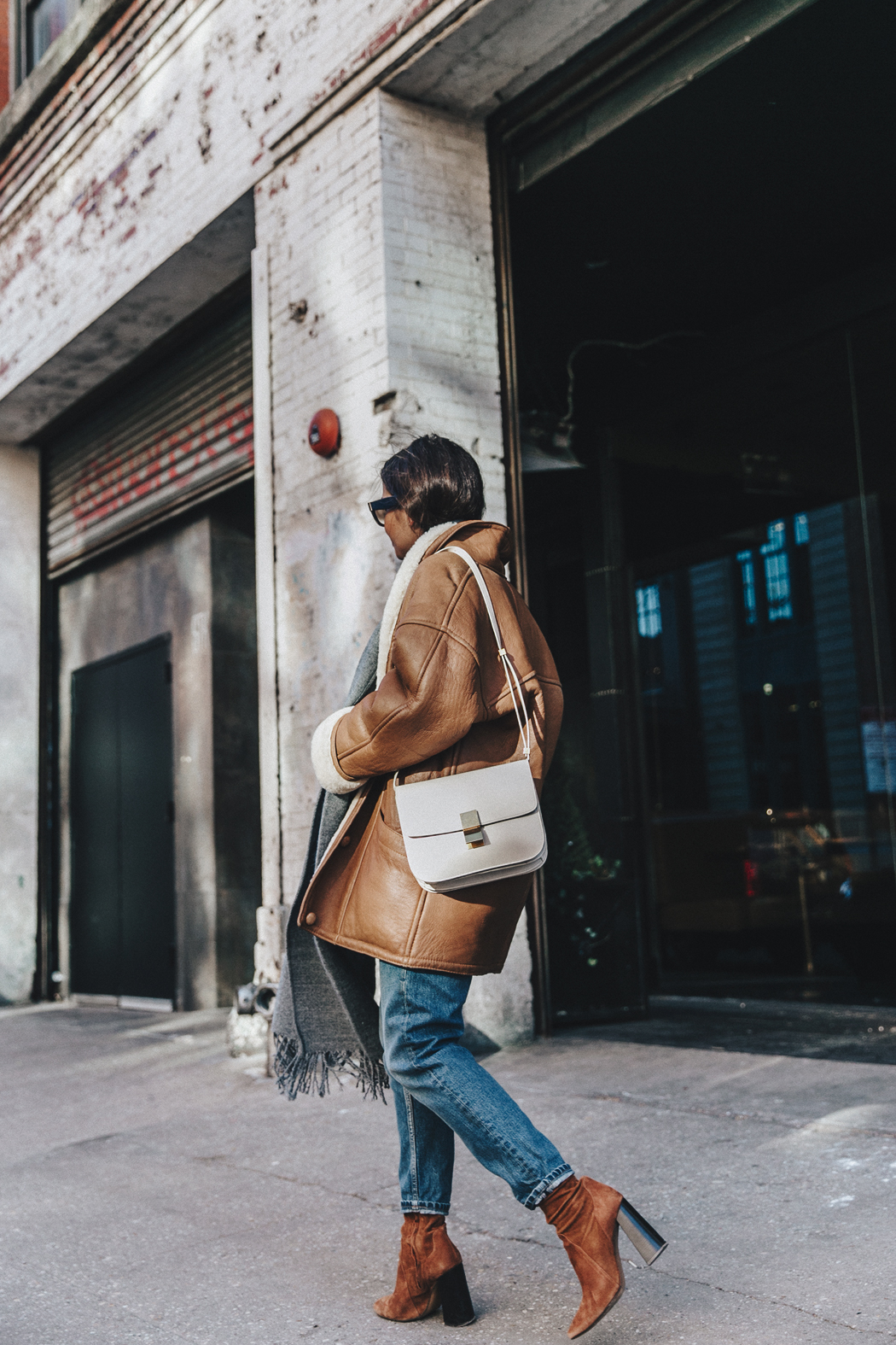 Denim_Lover-Topshop_Jeans-Vintage_Coat-Grey_Scarf-Brown_Booties-Navy_Sweayer-Denim_Shirt-Braids-NYFW-New_York_Fashion_Week-Street_style-Celine_Bag-Vestiaire_Collective-50