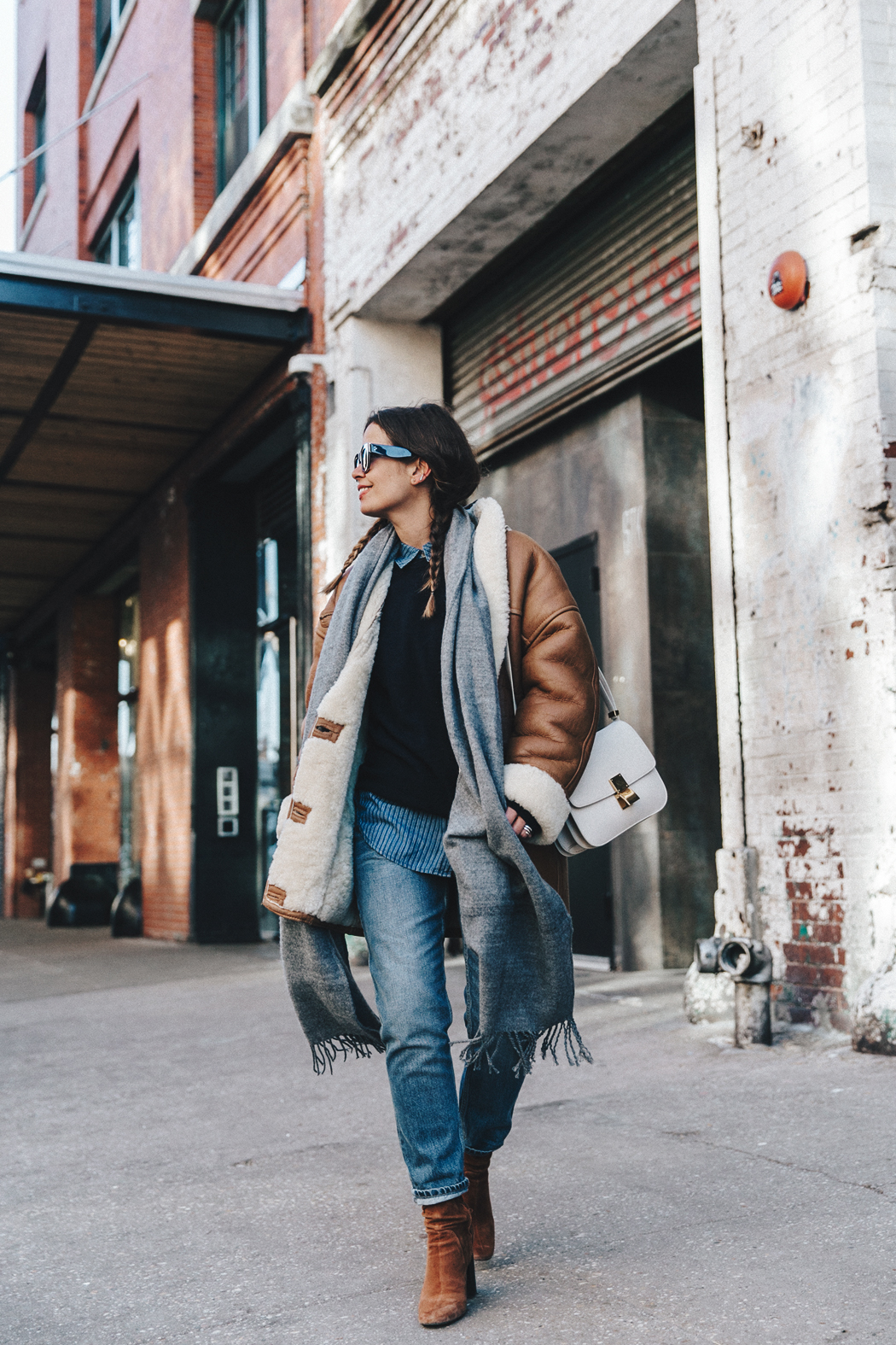 Denim_Lover-Topshop_Jeans-Vintage_Coat-Grey_Scarf-Brown_Booties-Navy_Sweayer-Denim_Shirt-Braids-NYFW-New_York_Fashion_Week-Street_style-Celine_Bag-Vestiaire_Collective-51