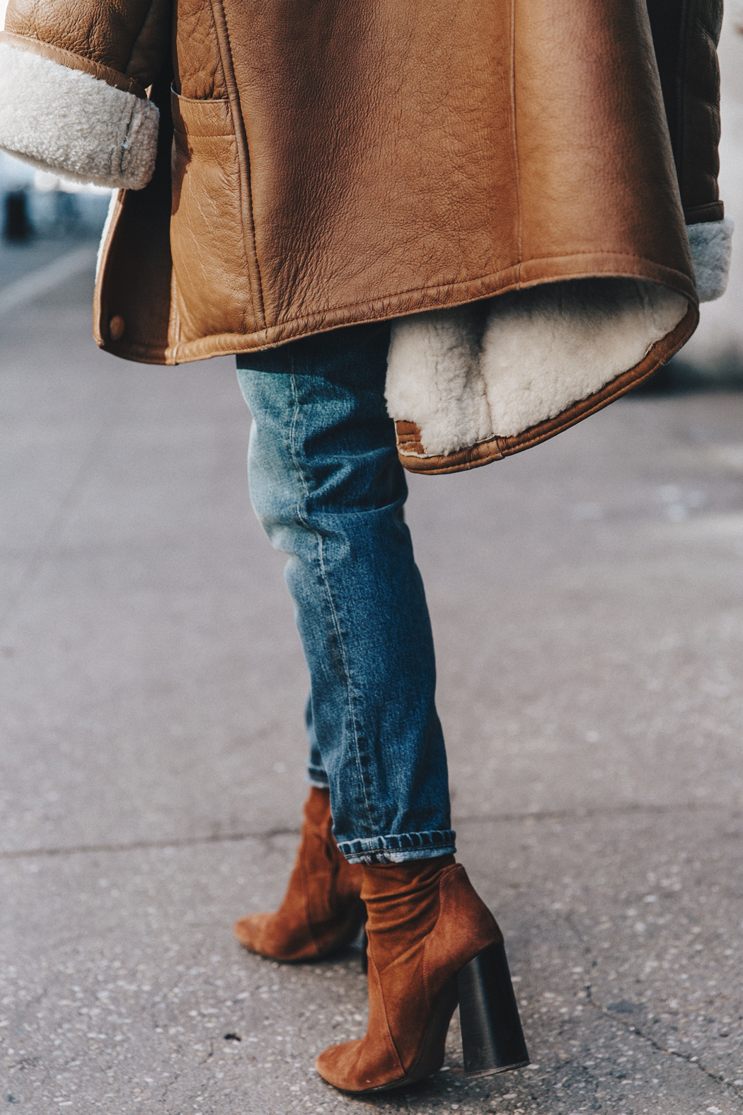 Denim_Lover-Topshop_Jeans-Vintage_Coat-Grey_Scarf-Brown_Booties-Navy_Sweayer-Denim_Shirt-Braids-NYFW-New_York_Fashion_Week-Street_style-Celine_Bag-Vestiaire_Collective-60