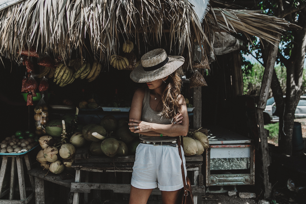 Jamaica-Collage_On_The_Road-Straw_Hat-Golden_Top-White_Shorts-Maje_Sandals-Fruits_Stands-Outfit-Summer_Look-Street_Style-36