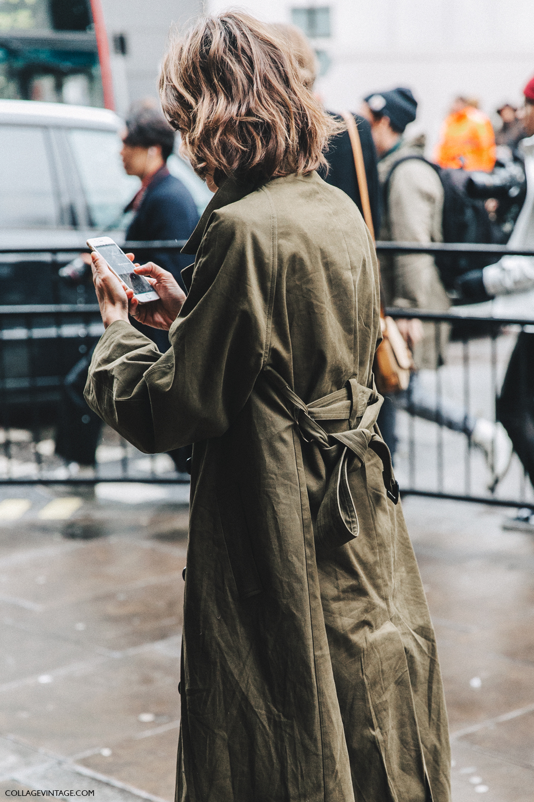 LFW-London_Fashion_Week_Fall_16-Street_Style-Collage_Vintage-Alexa_Chung-Trench_Coat-Cowboy_Boots-Erdem-Lace_Dress-15