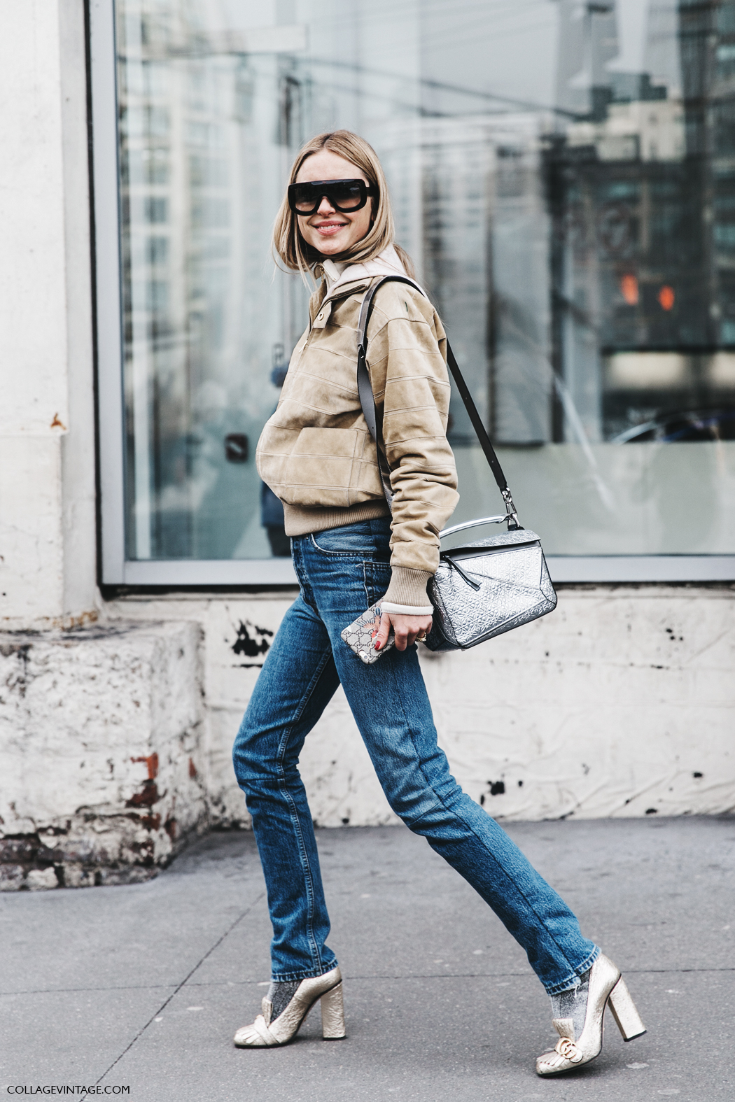NYFW-New_York_Fashion_Week-Fall_Winter-17-Street_Style-Look_De_Pernille-Suede_Bomber-Loewe_Glitter_Bag-Gucci_Shoes-1