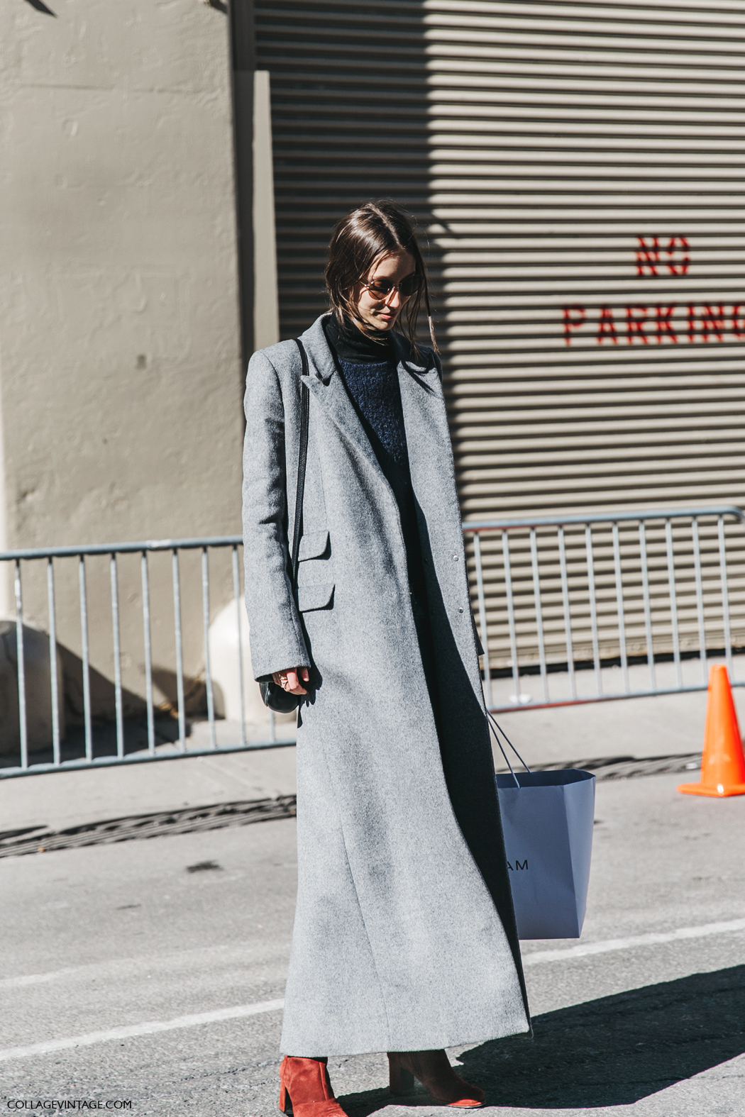 NYFW-New_York_Fashion_Week-Fall_Winter-17-Street_Style-Model-Grey_Long_Coat-Jeans-5