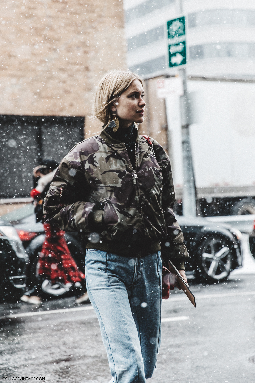 NYFW-New_York_Fashion_Week-Fall_Winter-17-Street_Style-Pernille_Teisbaek-Military_Trend-Bomber-Vetements_Jeans-Rainy_Boots-Red_Bag-