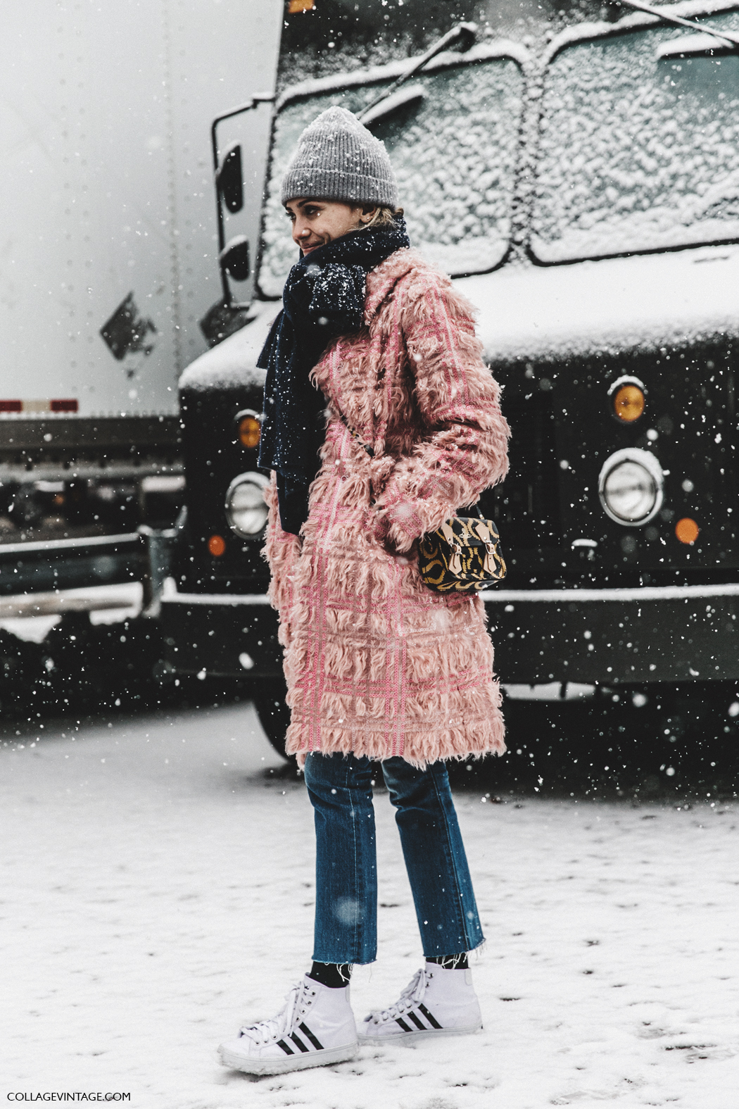 NYFW-New_York_Fashion_Week-Fall_Winter-17-Street_Style-Pink_coat-Sneakers-