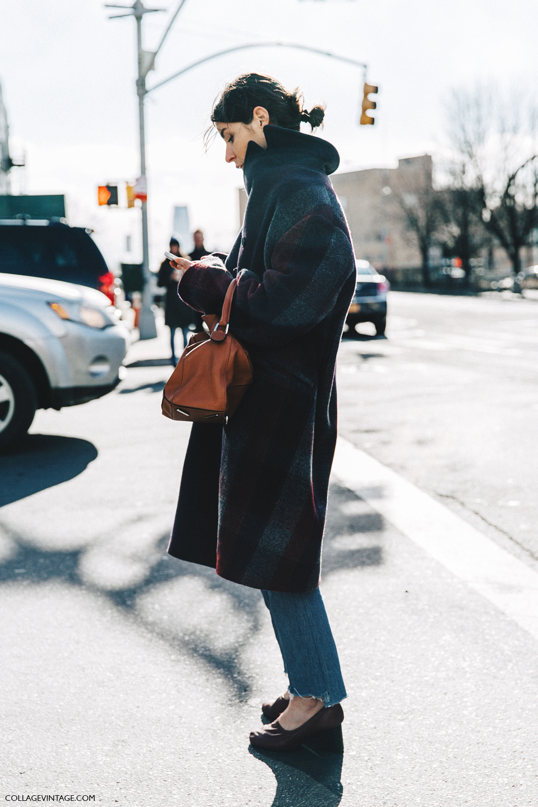 NYFW-New_York_Fashion_Week-Fall_Winter-17-Street_Style-Tartan_Coat-Loewe_Puzzle_Bag-Celine_Shoes-1