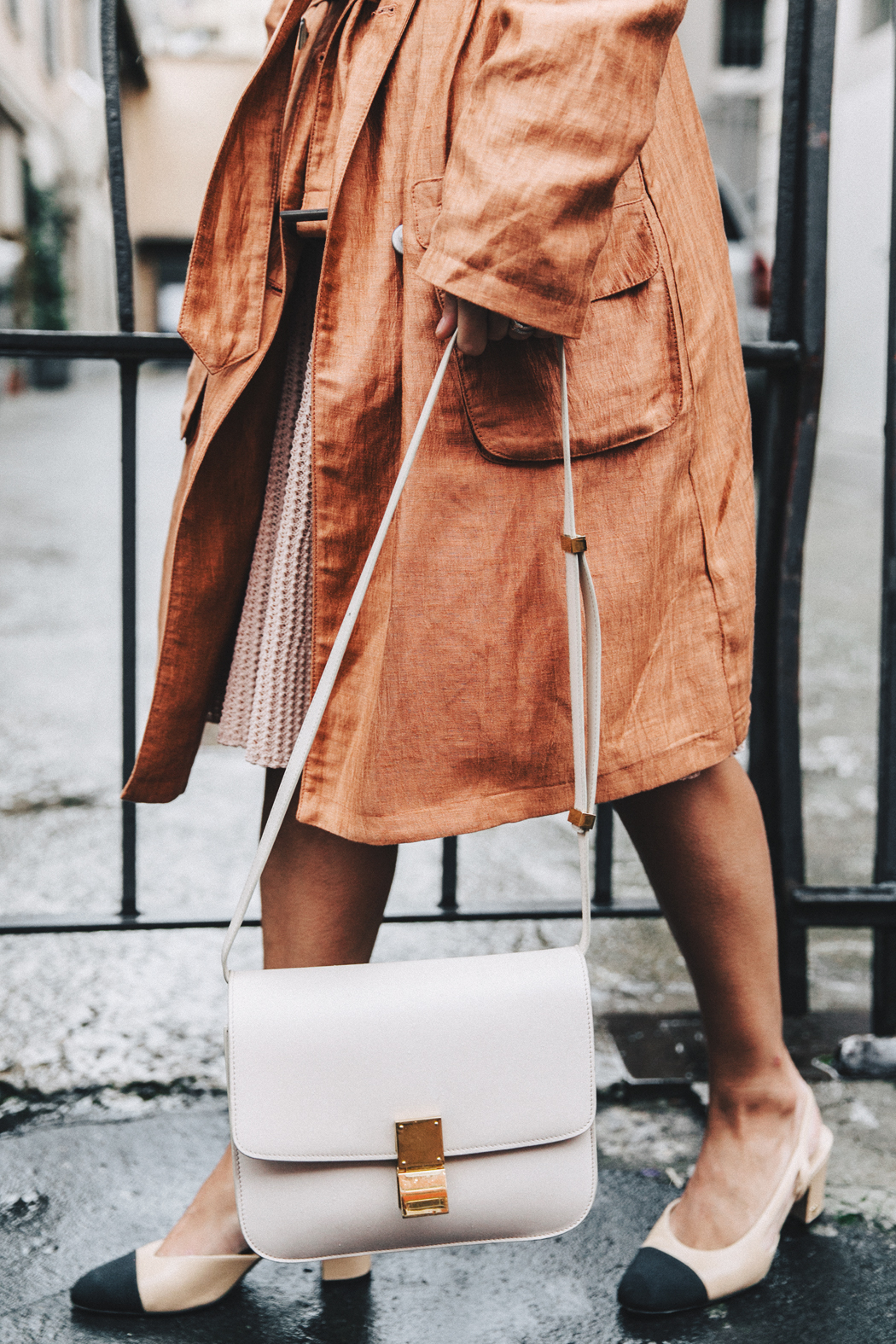 Armani-Trench_Coat-Pink_Dress-Chanel_Slingbacks-Celine_Box_Bag-Outfit-Milan_Fashion_Week-Street_Style-
