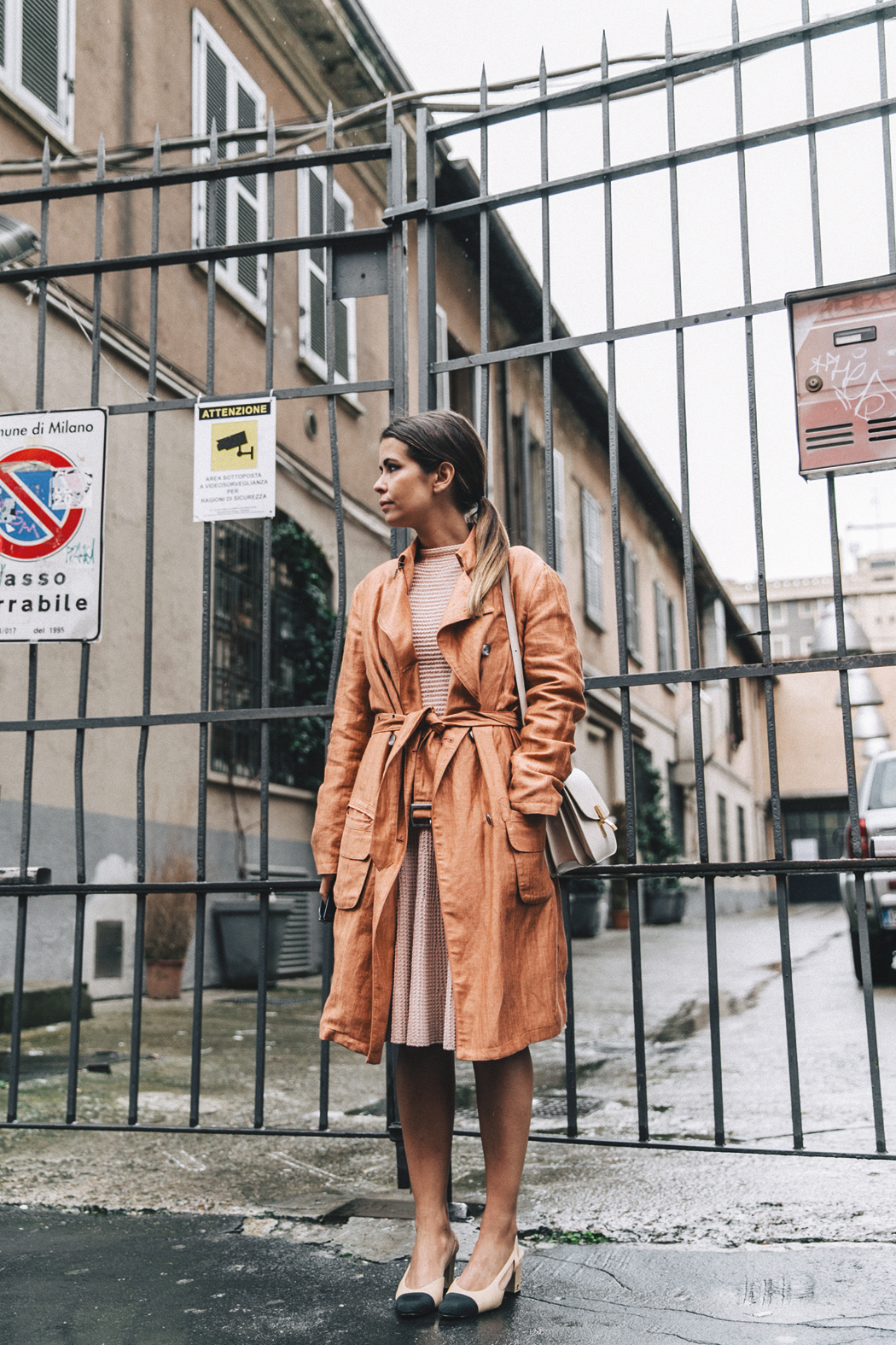 Armani-Trench_Coat-Pink_Dress-Chanel_Slingbacks-Celine_Box_Bag-Outfit-Milan_Fashion_Week-Street_Style-13
