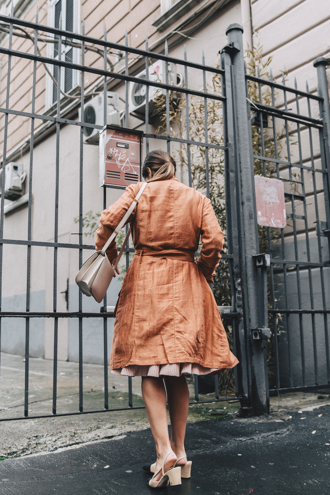 Armani-Trench_Coat-Pink_Dress-Chanel_Slingbacks-Celine_Box_Bag-Outfit-Milan_Fashion_Week-Street_Style-18