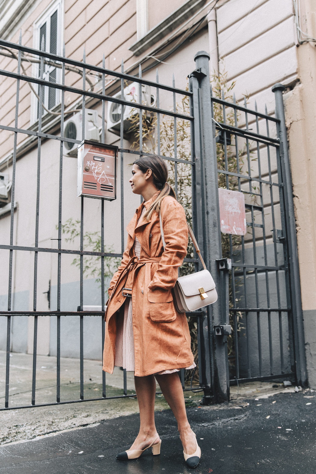 Armani-Trench_Coat-Pink_Dress-Chanel_Slingbacks-Celine_Box_Bag-Outfit-Milan_Fashion_Week-Street_Style-20