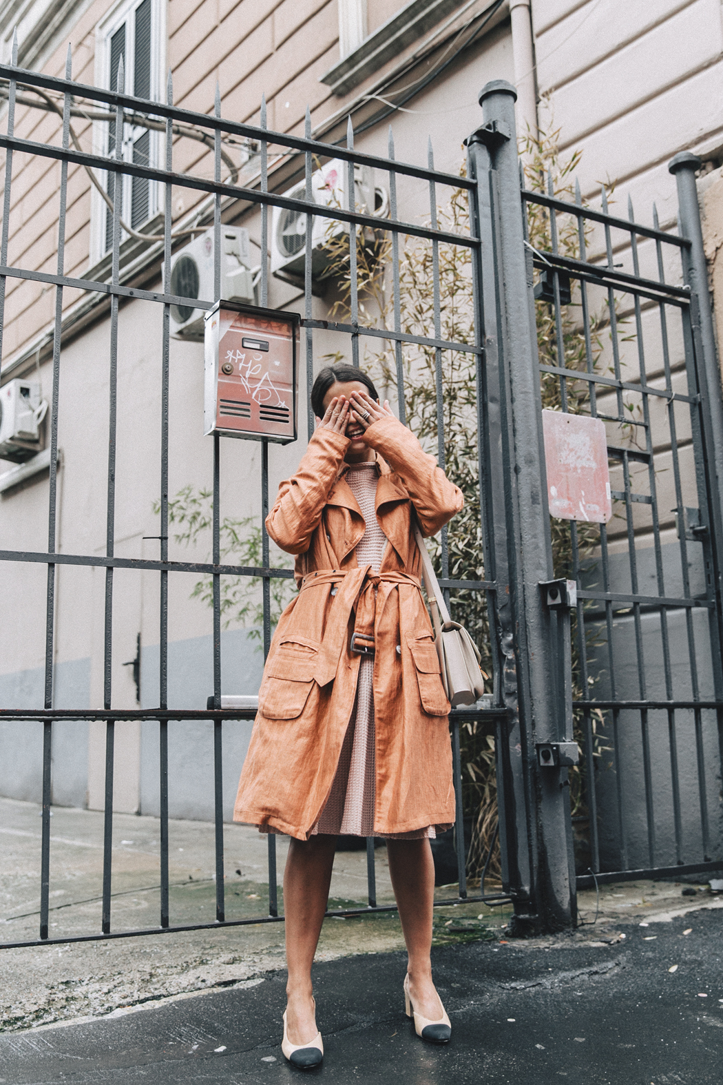Armani-Trench_Coat-Pink_Dress-Chanel_Slingbacks-Celine_Box_Bag-Outfit-Milan_Fashion_Week-Street_Style-23