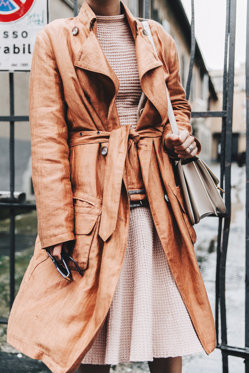 Armani-Trench_Coat-Pink_Dress-Chanel_Slingbacks-Celine_Box_Bag-Outfit-Milan_Fashion_Week-Street_Style-4