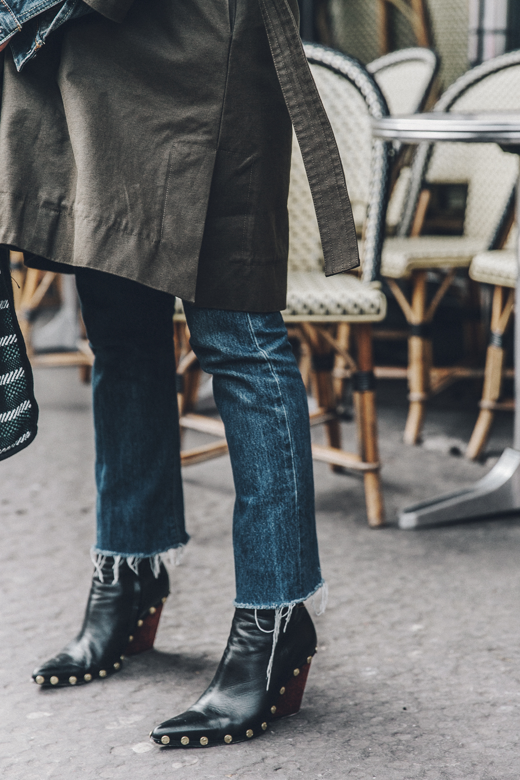 Layers-Denim_Levis-Parka-Striiped_Basket-Outfit-Celine_Boots-Street_Style-19