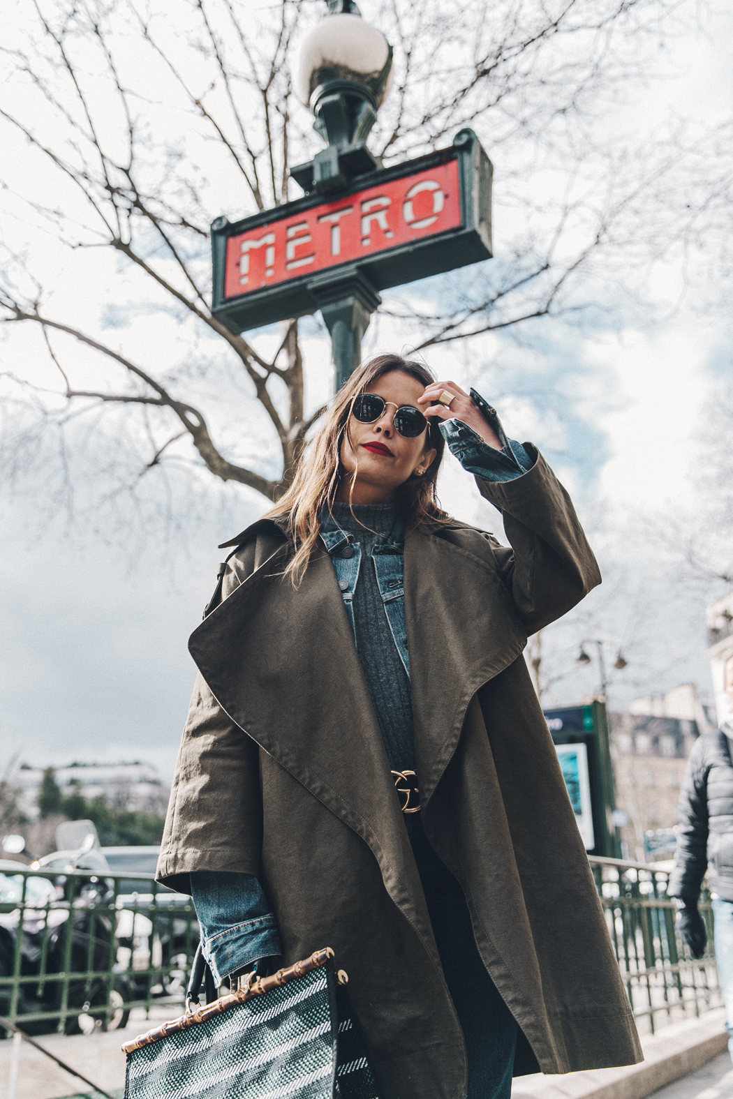 Layers-Denim_Levis-Parka-Striiped_Basket-Outfit-Celine_Boots-Street_Style-8