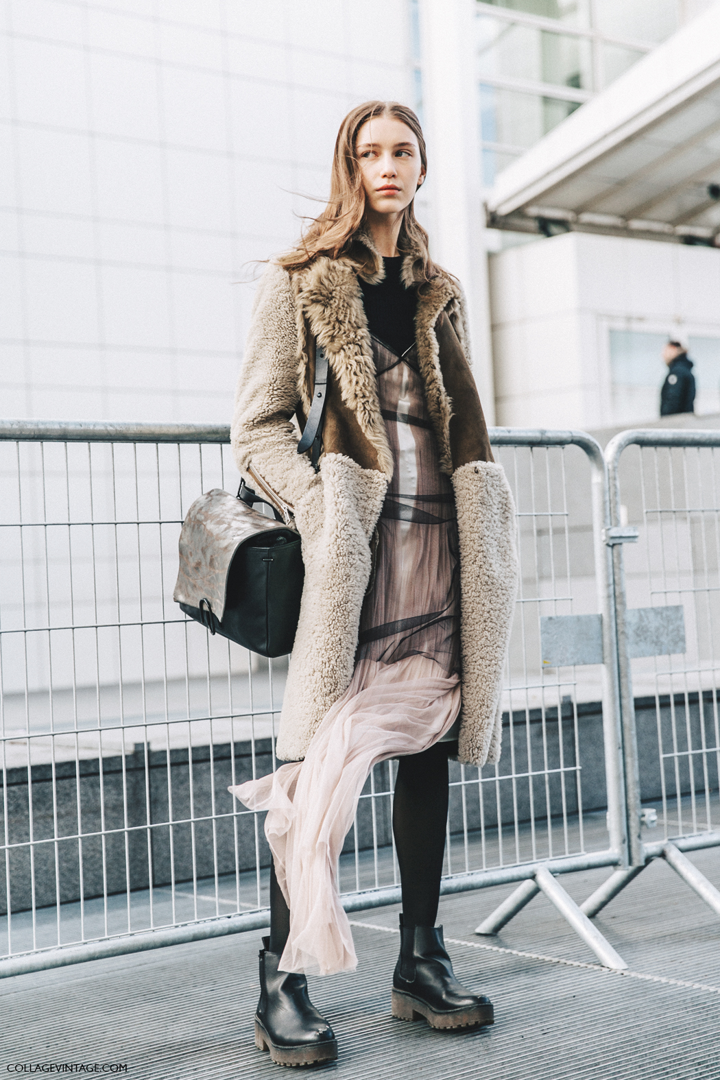 PFW-Paris_Fashion_Week_Fall_2016-Street_Style-Collage_Vintage-Model-Balenciaga-1