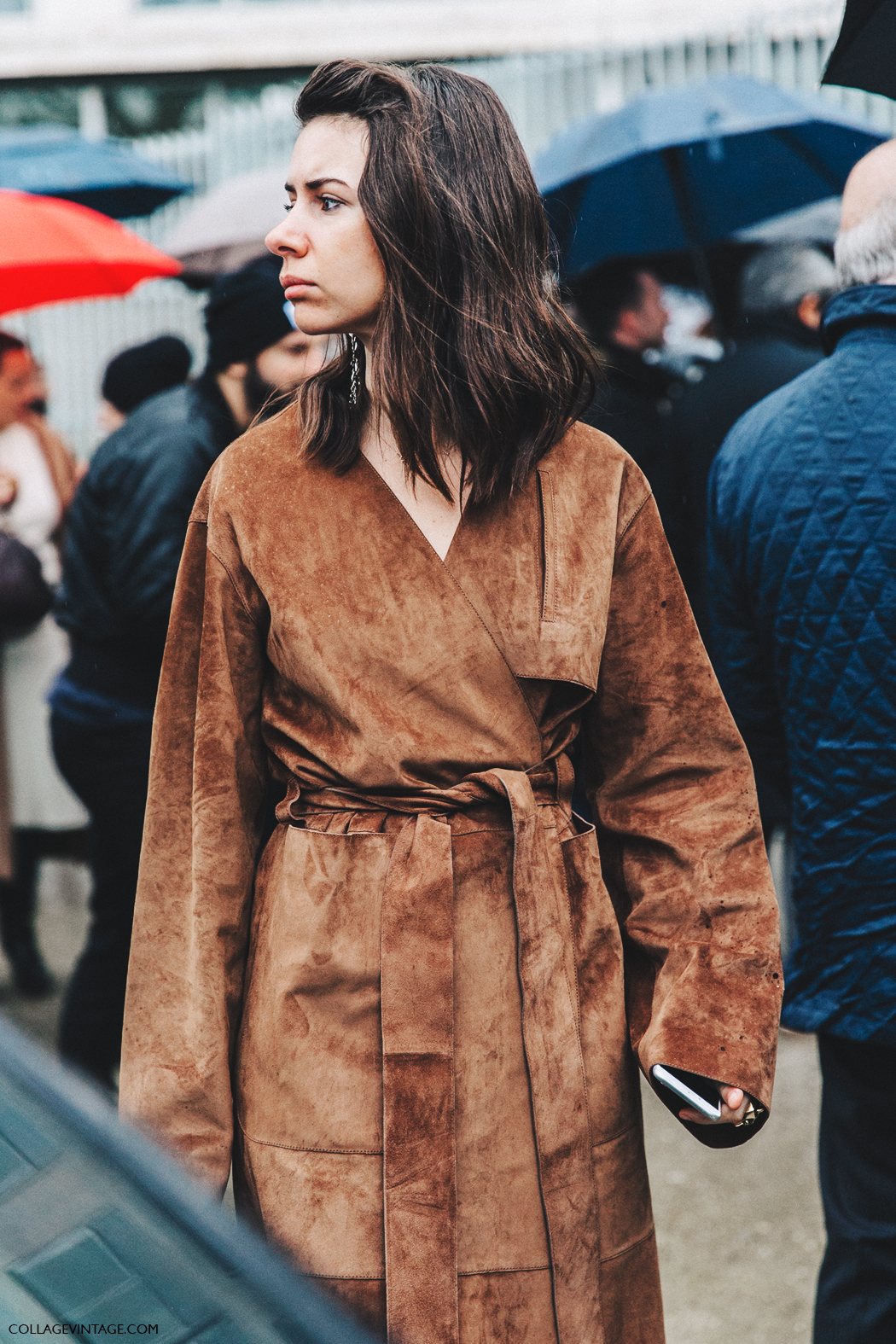PFW-Paris_Fashion_Week_Fall_2016-Street_Style-Collage_Vintage-Natasha_Goldenberg-Suede_Trench-Loewe_Puzzle_Bag-