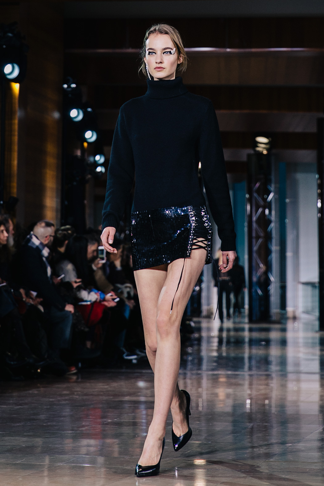 Paris_Fashion_Week-PFW-Anthony_Vaccarello_Fall_2016-Runway-8