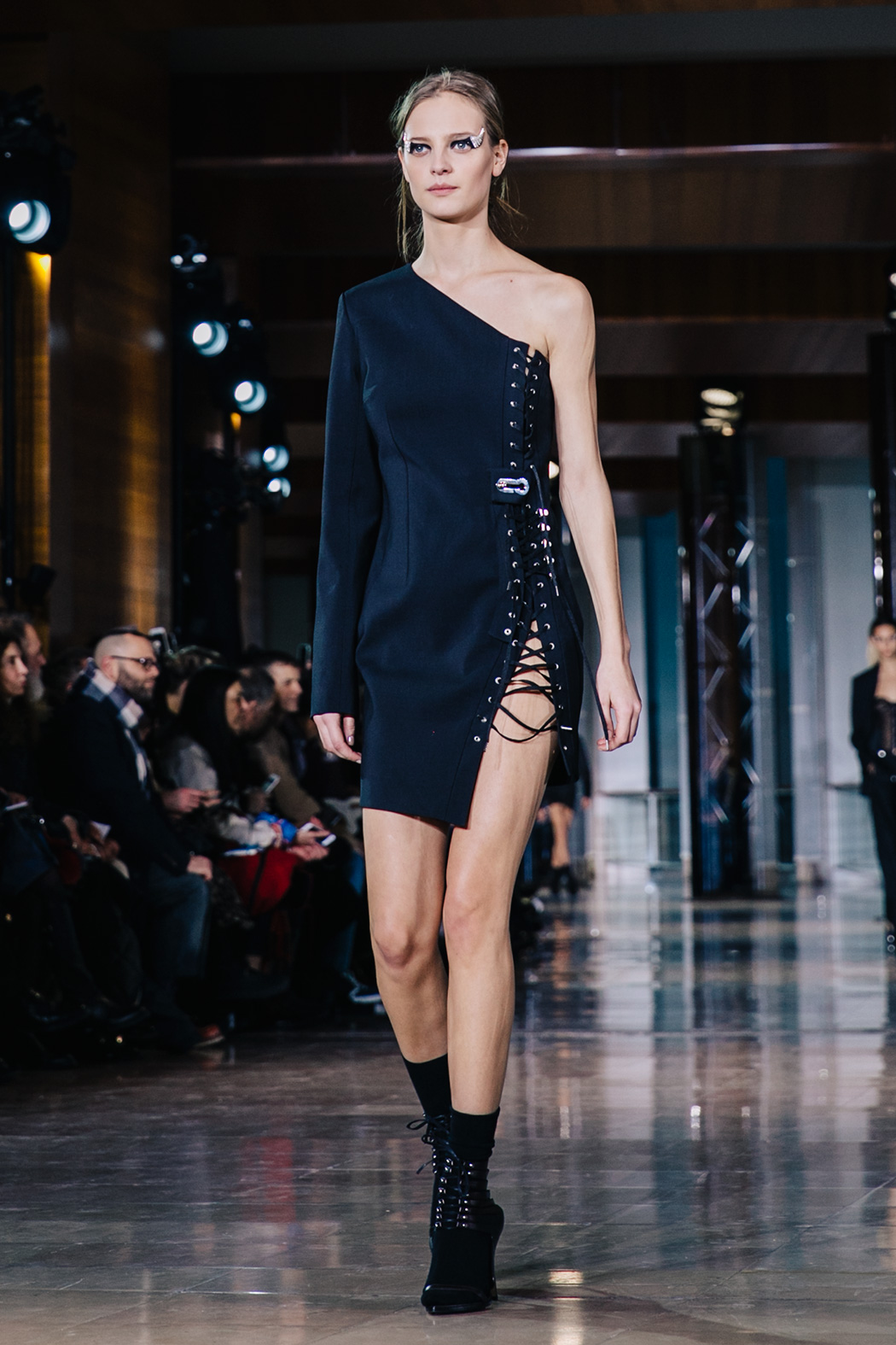Paris_Fashion_Week-PFW-Anthony_Vaccarello_Fall_2016-Runway-9