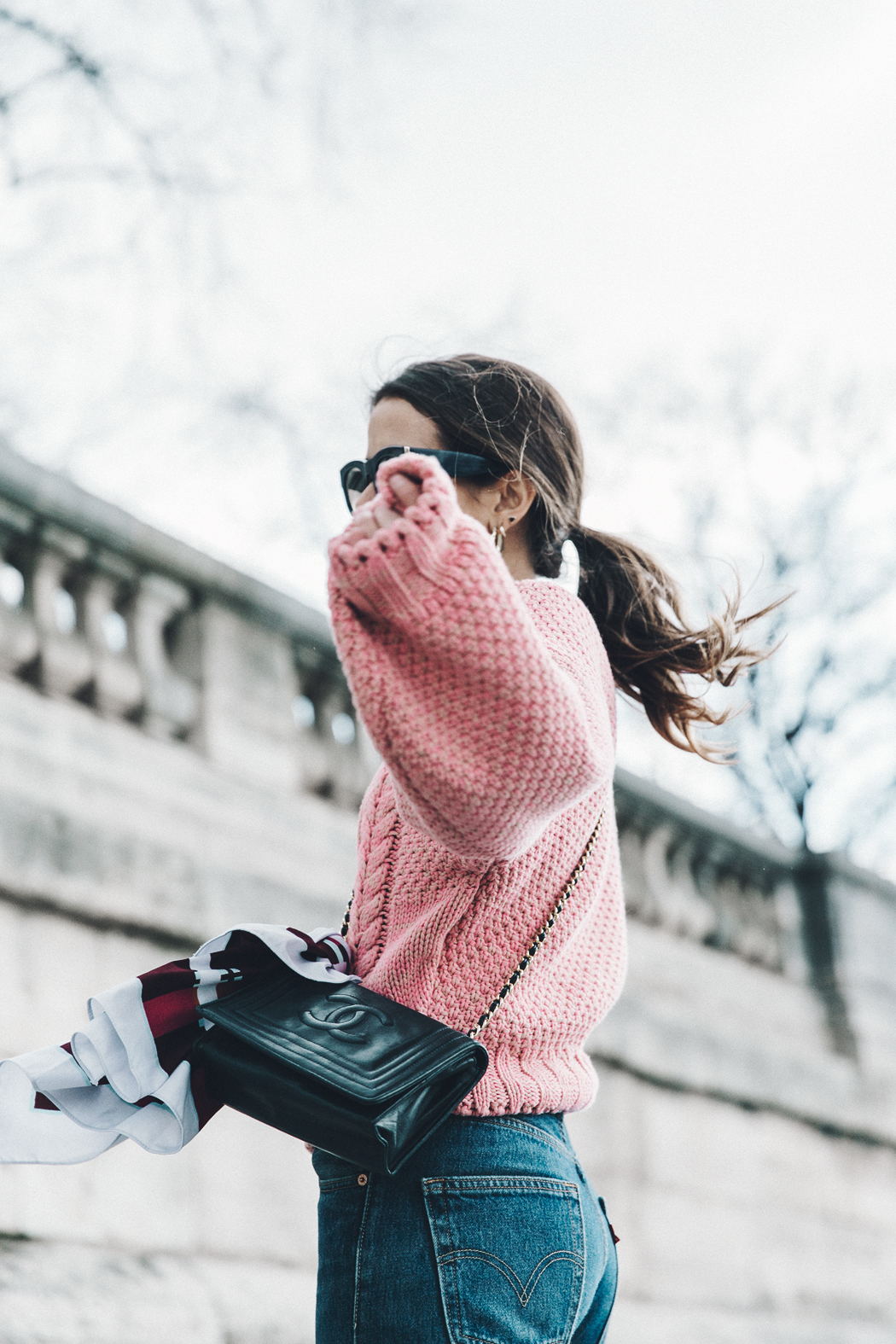 Pink_Sweater-Vintage_Coat-Sandro_Sneakers-Outfit-Street_Style-17