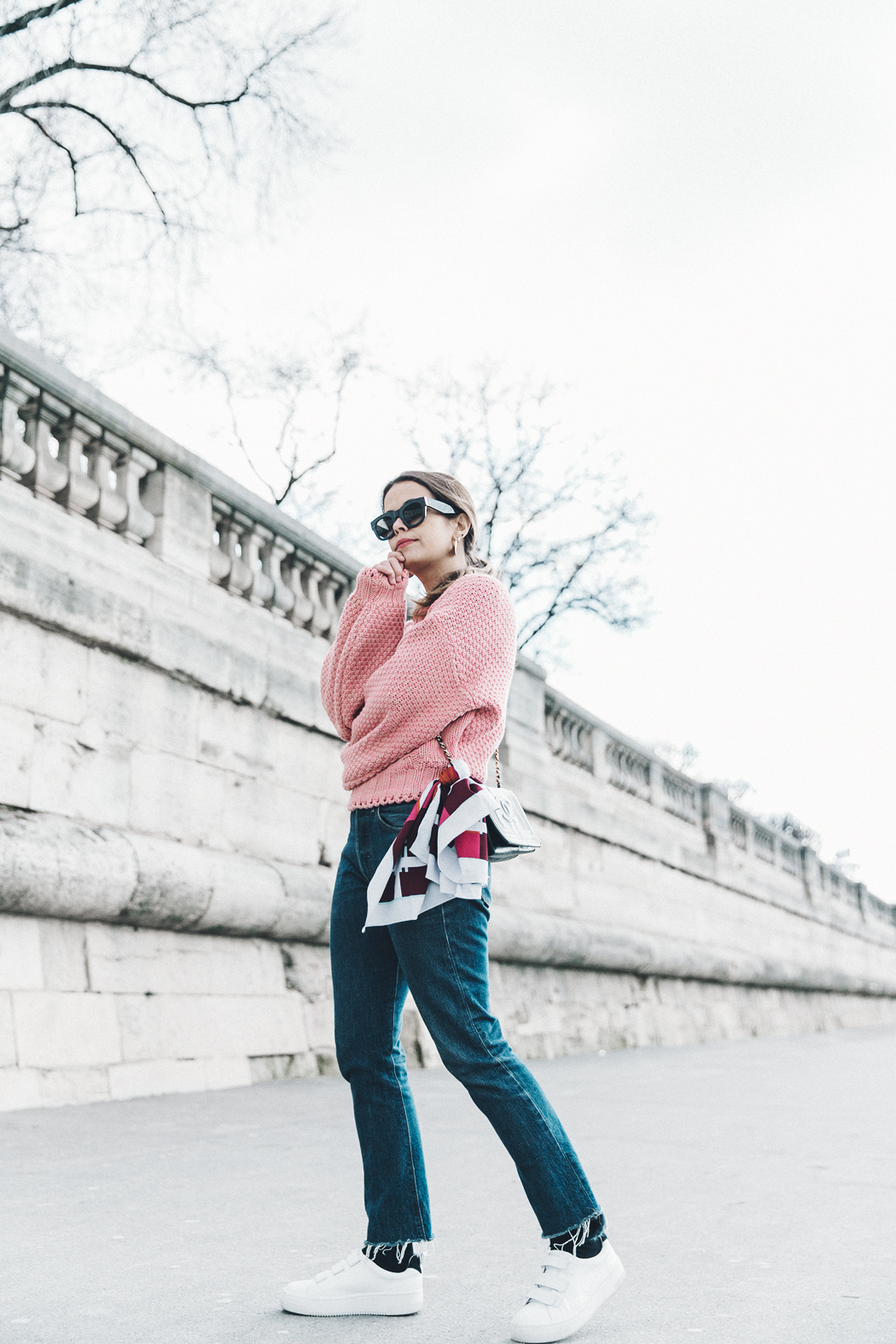 Pink_Sweater-Vintage_Coat-Sandro_Sneakers-Outfit-Street_Style-21