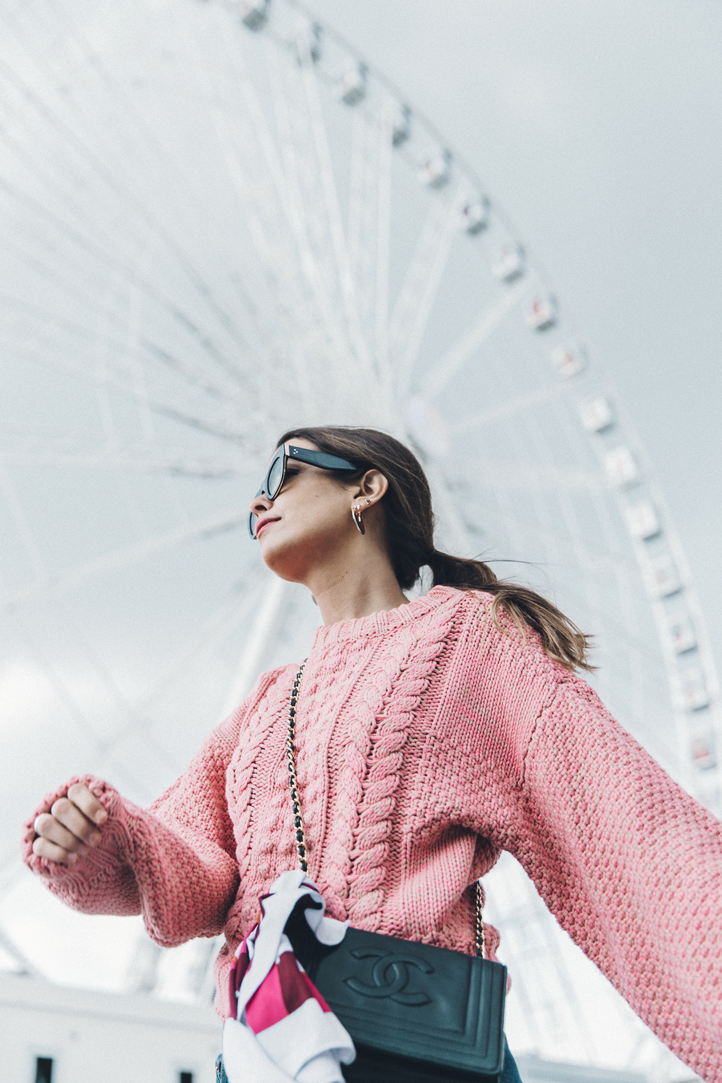 Pink_Sweater-Vintage_Coat-Sandro_Sneakers-Outfit-Street_Style-24
