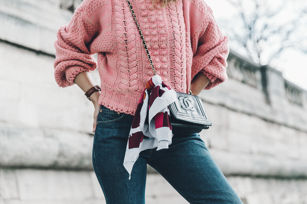 Pink_Sweater-Vintage_Coat-Sandro_Sneakers-Outfit-Street_Style-33