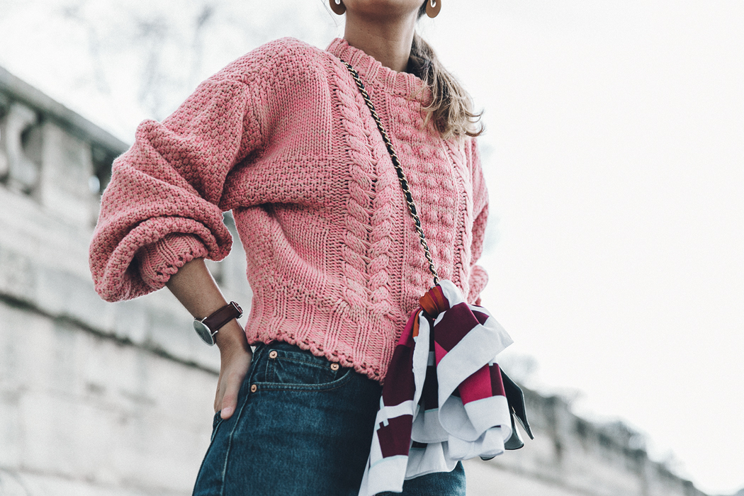 Pink_Sweater-Vintage_Coat-Sandro_Sneakers-Outfit-Street_Style-34