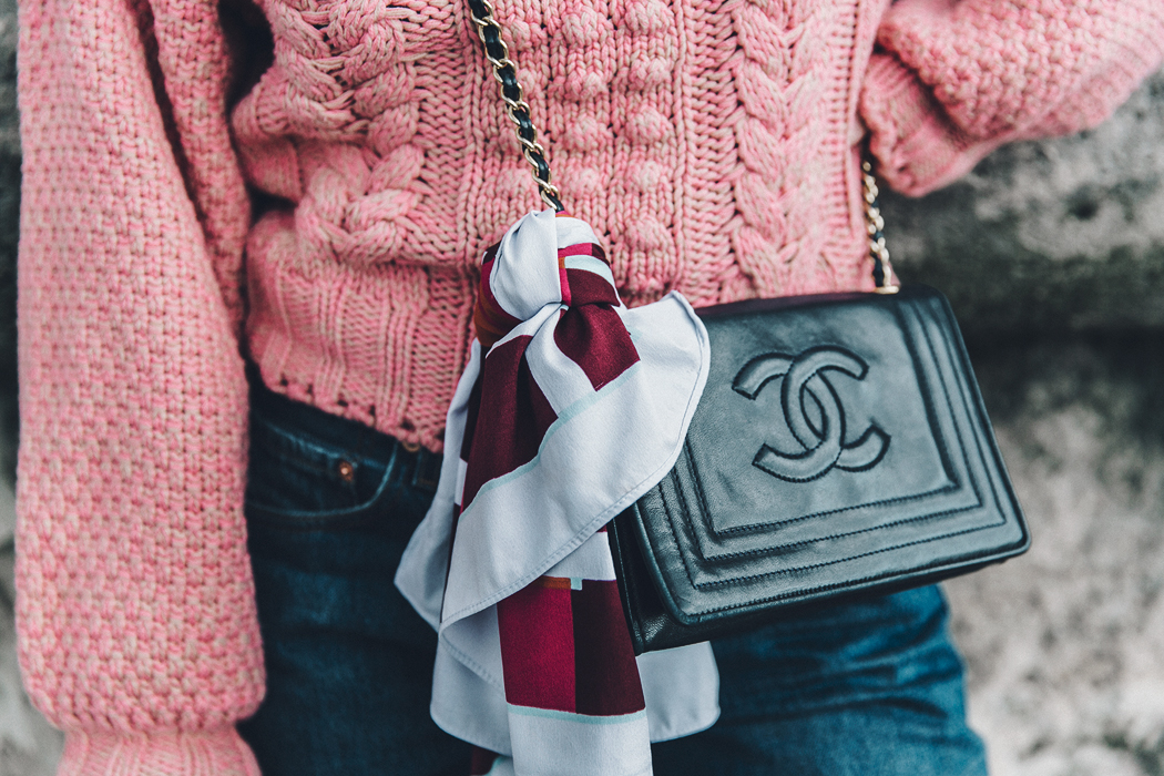 Pink_Sweater-Vintage_Coat-Sandro_Sneakers-Outfit-Street_Style-37