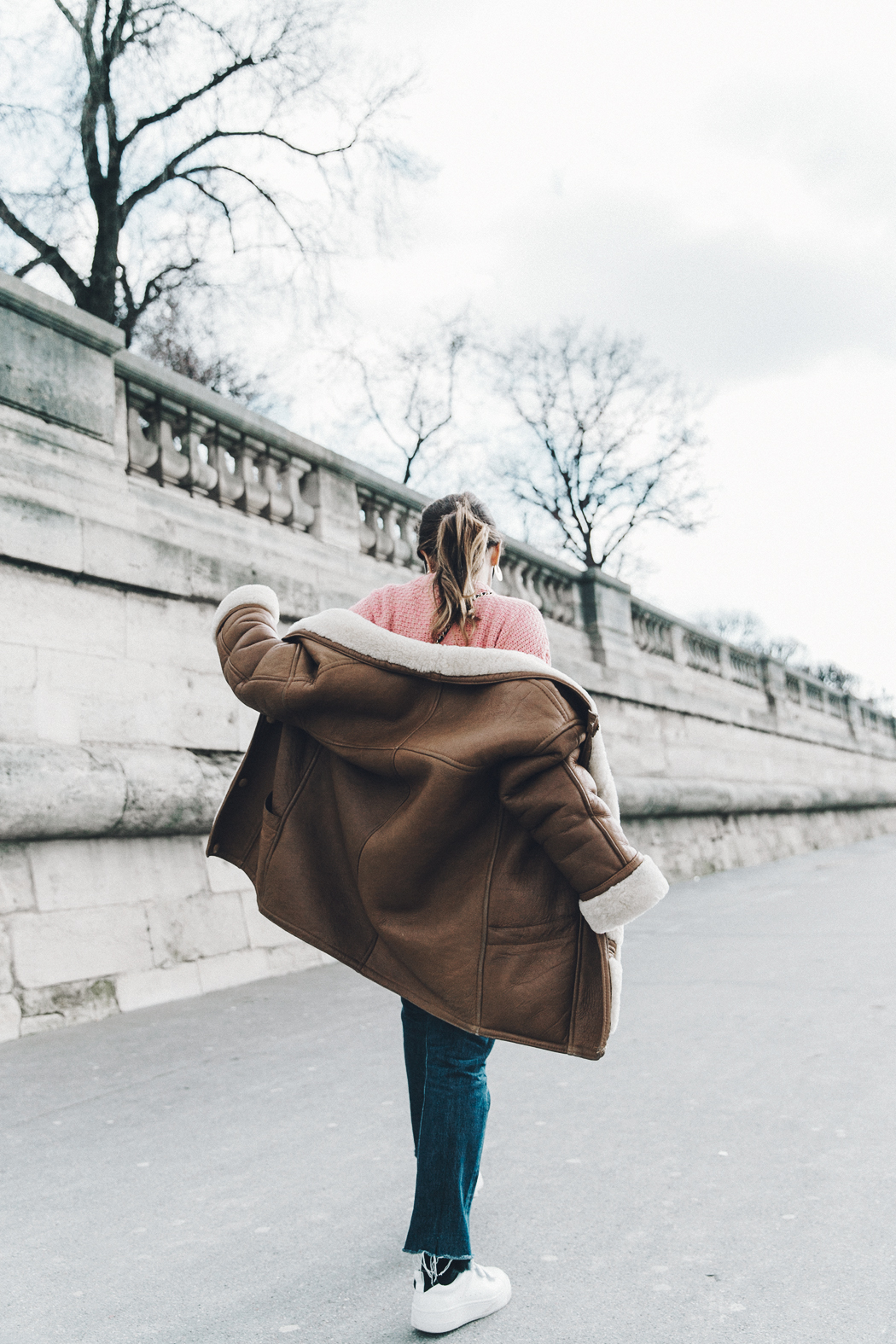 Pink_Sweater-Vintage_Coat-Sandro_Sneakers-Outfit-Street_Style-4
