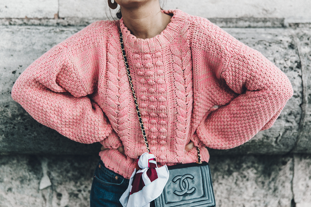 Pink_Sweater-Vintage_Coat-Sandro_Sneakers-Outfit-Street_Style-40