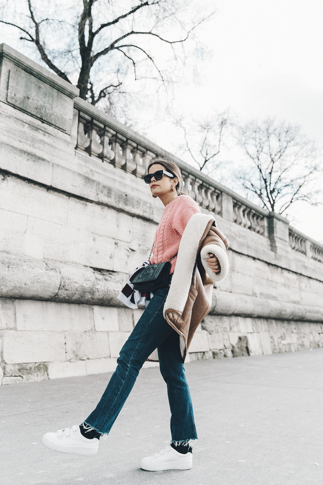 Pink_Sweater-Vintage_Coat-Sandro_Sneakers-Outfit-Street_Style-6