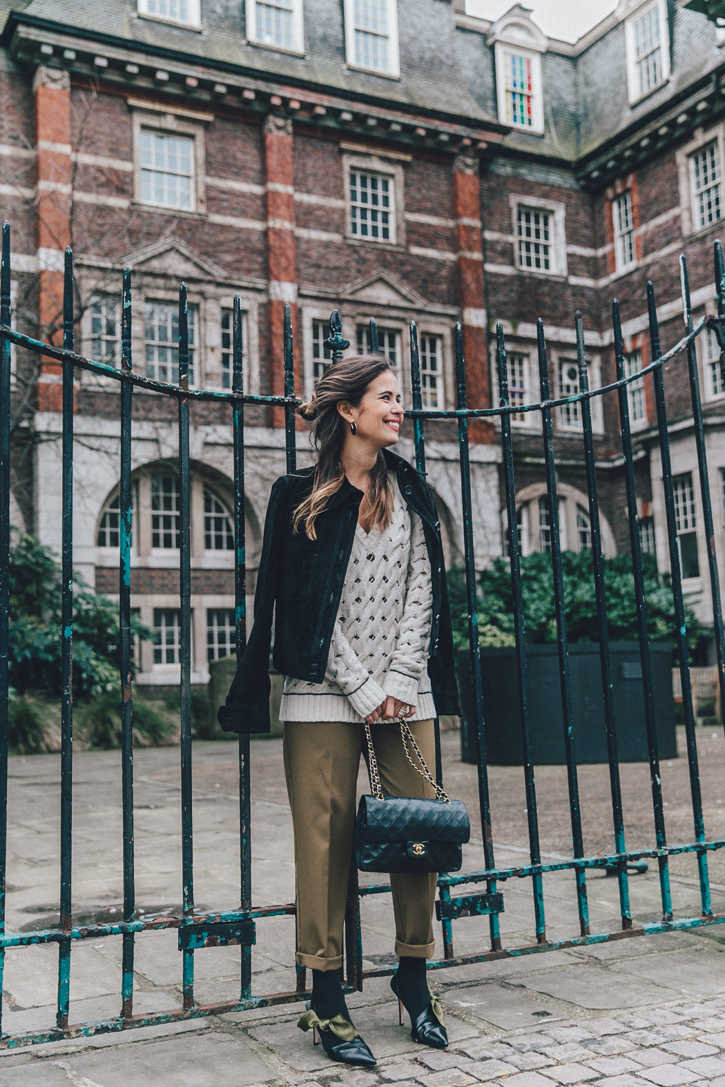 Topshop_Unique-Khaki_Trousers-VNeck_Sweater-Suede_Jacket-Bow_Shoes-Outfit-LFW-London_Fashion_Week_Fall_2016-Street_Style-