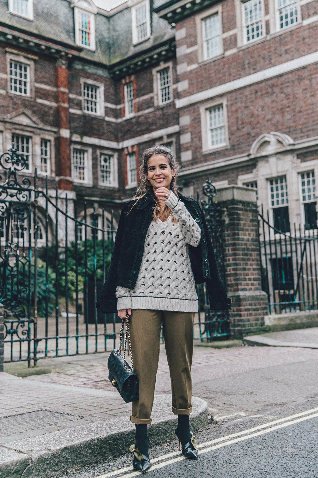 Topshop_Unique-Khaki_Trousers-VNeck_Sweater-Suede_Jacket-Bow_Shoes-Outfit-LFW-London_Fashion_Week_Fall_2016-Street_Style-14