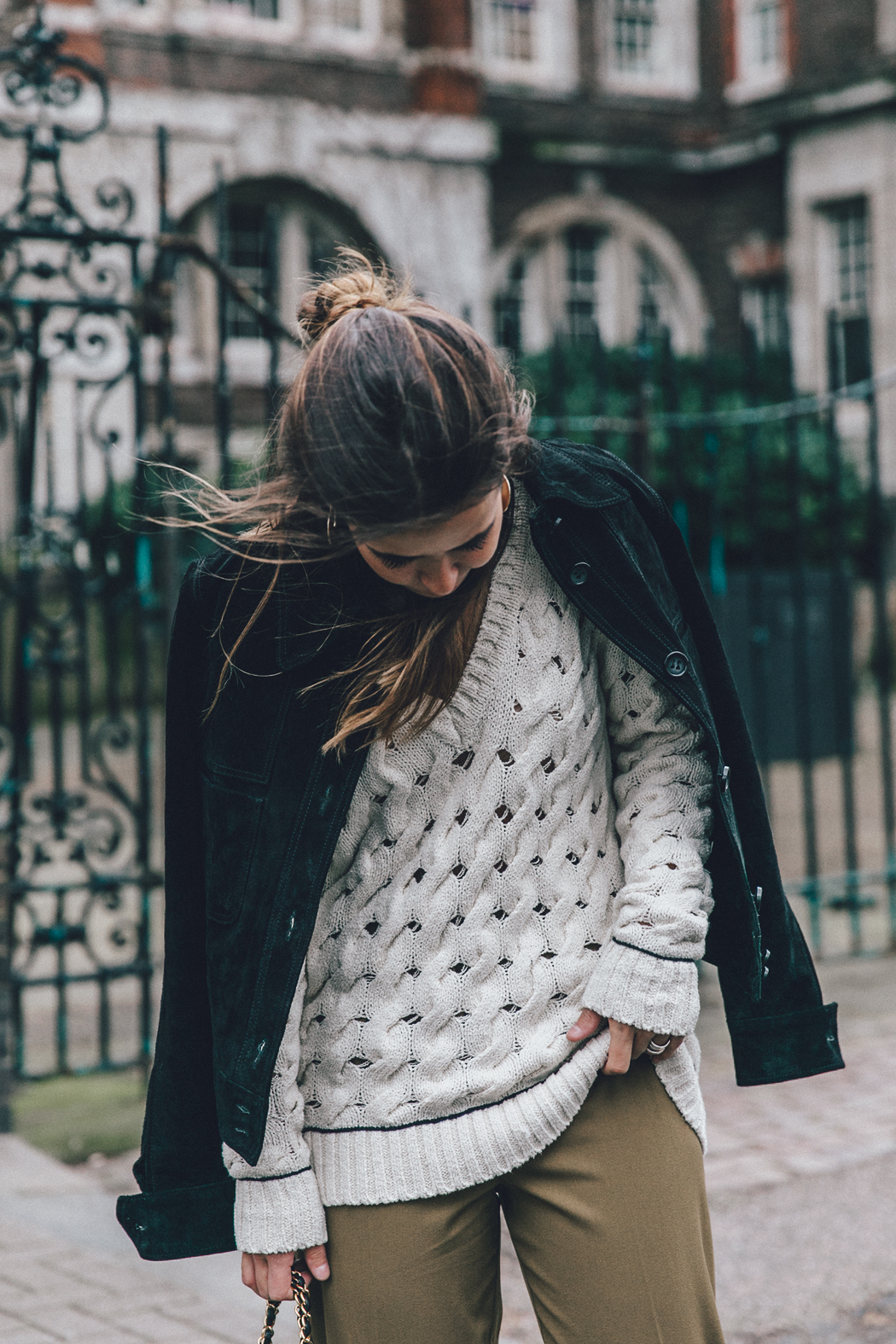 Topshop_Unique-Khaki_Trousers-VNeck_Sweater-Suede_Jacket-Bow_Shoes-Outfit-LFW-London_Fashion_Week_Fall_2016-Street_Style-16