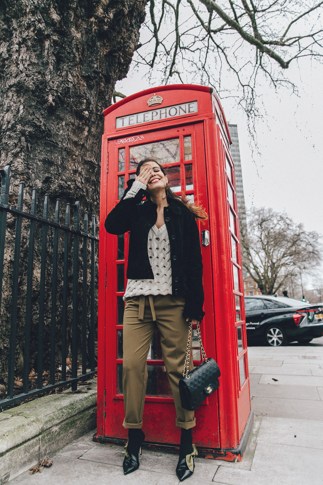 Topshop_Unique-Khaki_Trousers-VNeck_Sweater-Suede_Jacket-Bow_Shoes-Outfit-LFW-London_Fashion_Week_Fall_2016-Street_Style-26
