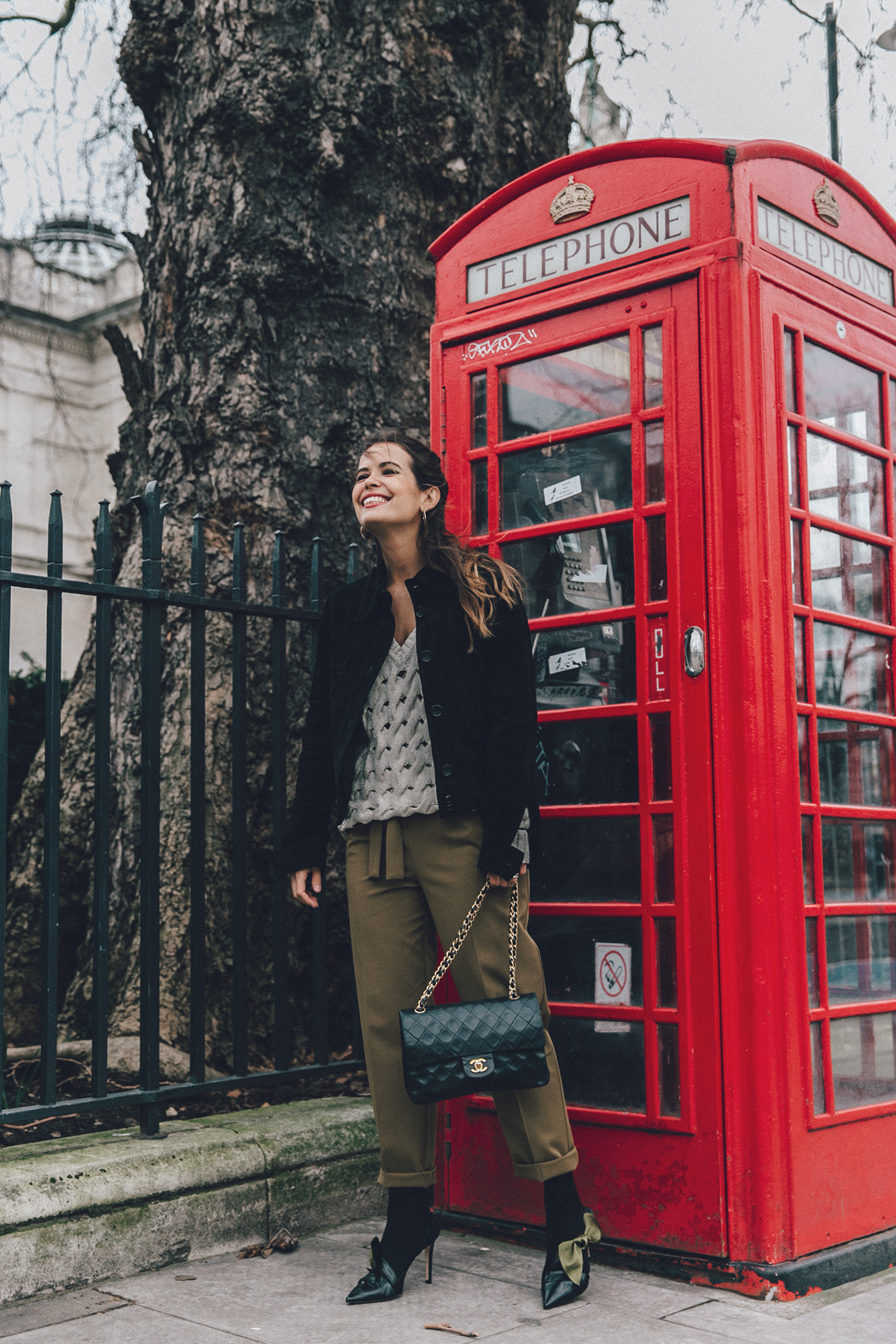 Topshop_Unique-Khaki_Trousers-VNeck_Sweater-Suede_Jacket-Bow_Shoes-Outfit-LFW-London_Fashion_Week_Fall_2016-Street_Style-29