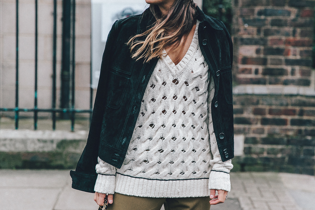 Topshop_Unique-Khaki_Trousers-VNeck_Sweater-Suede_Jacket-Bow_Shoes-Outfit-LFW-London_Fashion_Week_Fall_2016-Street_Style-37
