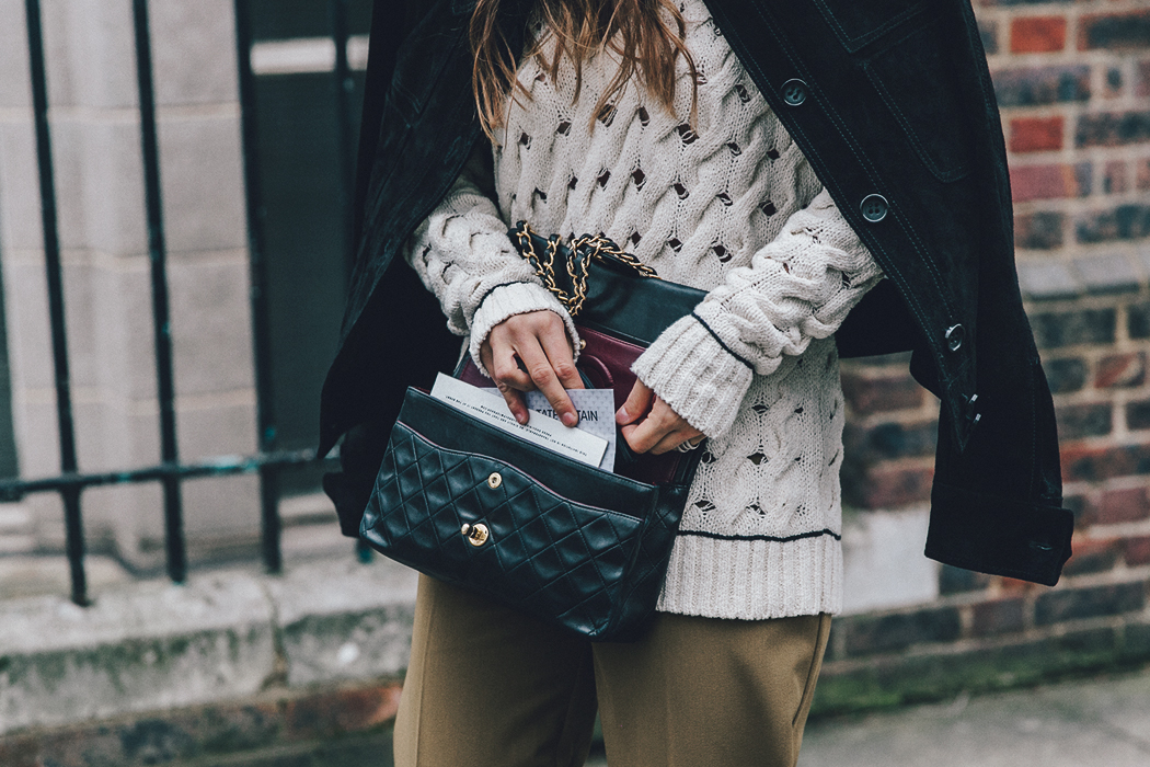 Topshop_Unique-Khaki_Trousers-VNeck_Sweater-Suede_Jacket-Bow_Shoes-Outfit-LFW-London_Fashion_Week_Fall_2016-Street_Style-41
